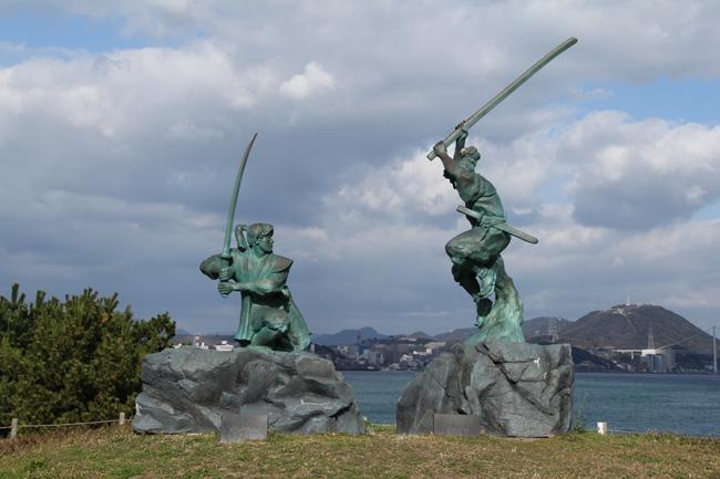 巌流島 武蔵 小次郎 像