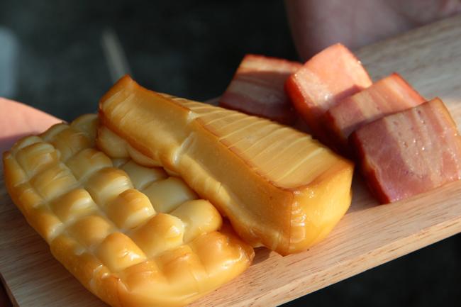 バーベキュー ダンボール燻製 チーズ ベーコン