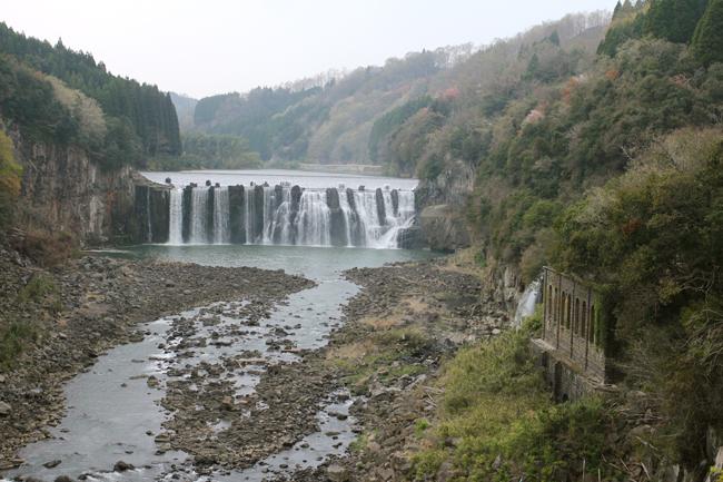 沈堕の滝 水力発電所