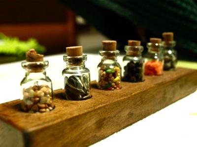 小瓶 木の実